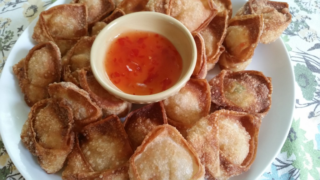 Wontons and sweet chili sauce